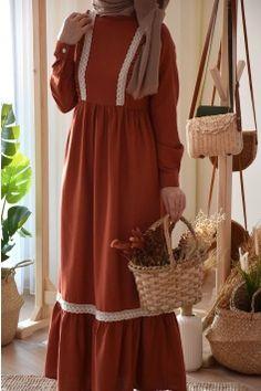 Tesettür Giyim | Eminos Butik | Tesettür | Moda & Tasarım Street Hijab Fashion, Abaya Fashion, Kimono Fashion, Fashion Dresses, Cute Fashion, Hijab Style Tutorial, Hijab Style Dress, Modele Hijab, Mode Abaya
