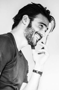 Giulio Berruti Beautiful Men Faces, Beautiful Smile, Beautiful Boys, Gorgeous Men, Portrait Photography Men, Photography Poses For Men, Poses Photo, Smiling Man, Male Face