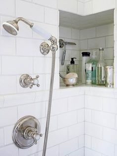 A recessed tile-lined niche in the bathroom shower provides storage that doesn't get in your way but is easy to reach. This shower niche wraps around a corner for a bit of extra room for shampoos, soaps, a razor, and other necessities. Clever Bathroom Storage, Shower Storage, Shower Shelves, Bathroom Organization, Smart Storage, Bath Storage, Organization Ideas, Storage Mirror, Recessed Shower Shelf