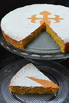 La Tarta de Santiago es un dulce tradicional gallego que se elabora utilizando… La Tarta de Santiago is a traditional Galician sweet that is made using almonds, sugar and eggs as basic components, in the p … Sweet Recipes, Cake Recipes, Dessert Recipes, Spanish Desserts, Pastry Shop, Almond Cakes, Specialty Cakes, Sweet Bread, Cakes And More
