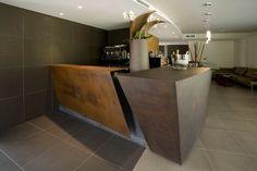 Dettagli del banco bar del Red's Hotel. Bathtub, Bathroom, Red, Standing Bath, Washroom, Bath Tub, Bath Room, Tubs, Bathrooms