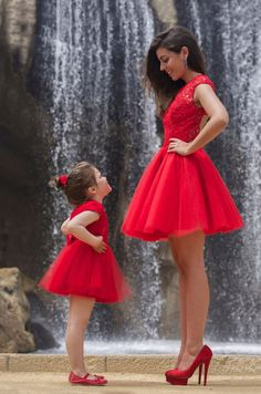 Sexy Open Back Red Short Prom Dress Robe De Soiree Lace Mini Mother Daughter Dresses Vestido De Festa Fast Shipping Party Gowns Mother Daughter Photos, Mother Daughter Matching Outfits, Mother Daughter Fashion, Mommy And Me Outfits, Mom Daughter, Girl Outfits, Mother Daughters, Mother Son, Short Red Prom Dresses