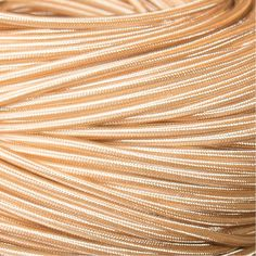 Op zoek naar mooi witgoudkleurig strijkijzersnoer? Je vindt het bij Stoersnoer voor maar € 4,25 per meter! Snelle verzending en 100% tevredenheidsgarantie.