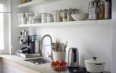 Offene Aufbewahrung in der Küche wirkt nicht nur toll, sie ist auch praktisch.