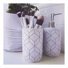 fun geometric soap dish and makeup brush holder Kmart Home, Kmart Decor, Marble Bathroom Accessories, White Marble Bathrooms, Easter Table Decorations, Soap Dispensers, Makeup Brush Holders, Room Goals, Bathroom Humor