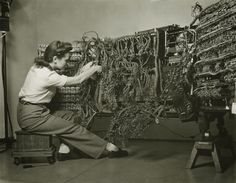 """""""'Woman wiring an early IBM computer' from the 'Documenting Science' series by photographer Berenice Abbott Berenice Abbott, Diesel Punk, Nicaraguan Revolution, Margaret Bourke White, Intimate Photos, Female Photographers, Female Art, Cool Pictures, The Past"""