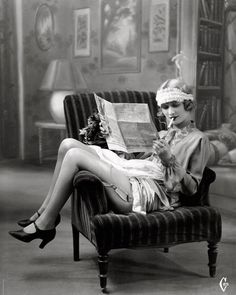 """Flapper: A """"new breed"""" of young Western women in the who wore short skirts, bobbed their hair, listened to jazz, and flaunted their disdain for . Fashion 60s, Party Fashion, Trendy Fashion, Vintage Fashion, Edwardian Fashion, Vintage Style, Flapper Fashion, 1920s Style, Geek Fashion"""