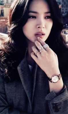 Song Hye-kyo ♥ 송혜교 ring stacking on watch hand Song Hye Kyo, Song Joong Ki, Korean Actresses, Korean Actors, Korean Beauty, Asian Beauty, Asian Woman, Asian Girl, G Song