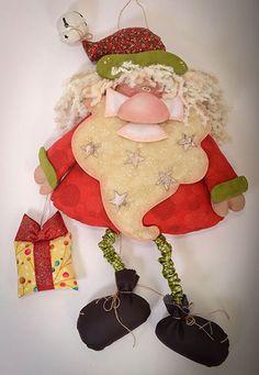 Santa with gift Felt Christmas Ornaments, Christmas Door, Christmas 2017, Christmas Time, Christmas Stockings, Christmas Decorations, Christmas Party Table, Christmas Craft Projects, Party Table Decorations