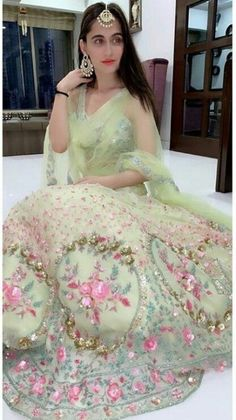 Trendy Wedding Reception Outfit For Bride Pant Suits Designer Bridal Lehenga, Indian Bridal Lehenga, Indian Designer Outfits, Designer Dresses, Indian Outfits, Mehendi Outfits, Indian Clothes, Indian Gowns Dresses, Bridal Dresses
