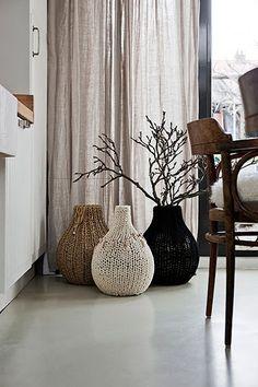 Handmade home - knitted decorations Handmade Home, Floor Vase Decor, Vases Decor, Floor Vases, Plant Decor, Decorative Accessories, Home Accessories, Diy Casa, Decoration Originale