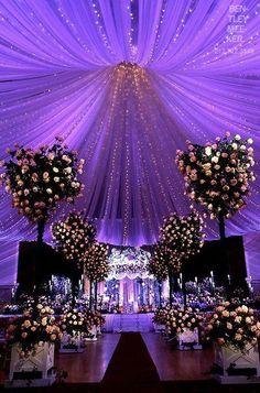 Interesting Starry Night Inspired Purple Wedding Decor Ideas Ideas To Make A Starry Night Wedding in Wedding Decorations Ideas Wedding Ceremony, Our Wedding, Dream Wedding, Trendy Wedding, Wedding Table, Wedding Centerpieces, Centerpiece Ideas, Indoor Wedding, Elegant Wedding
