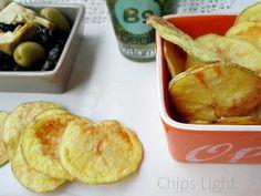 chips di patate light cotte al micro senza nessunissimo grasso aggiunto e sono proprio sfiziose eh eh !Ricetta light La cucina di ASI