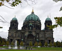 Berlin Travel Tips - Tours, transport, where to stay, cheap food and drinks Backpacking Europe, Europe Travel Tips, Places To Travel, Places To Visit, Cheap European Cities, Cities In Europe, Berlin Reichstag, Berlin Travel, Cheap Travel