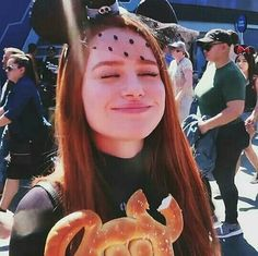 Madelaine Petsch With Micky Mouse Ears Cheryl Blossom Riverdale, Riverdale Cheryl, Riverdale Cast, Madelaine Petsch, Marilyn Monroe And Audrey Hepburn, Peinados Pin Up, Teen Choice Awards, Cute Little Baby, Cute Icons