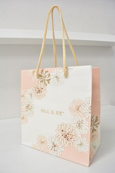 papaer bag Design Print Graphic Fashion 紙袋 デザイン 印刷 グラフィクデザイン ファッション Tea Packaging, Brand Packaging, Shopping Bag Design, Paper Bag Design, Cotton Cord, Market Bag, Printed Bags, Packaging Design Inspiration, Box Design