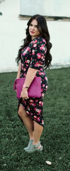 honor your curves: my journey to loving my body. // Sassy Red Lipstick. Floral dress | pink purse | Body positivity advocate | Style blogger | Summer style | Summer fashion | curvy girl fashion summer | curvy girl fashion tips | curvy girl fashion spring | curvy girl fashion fall | curvy girl fashion winter | curvy girl fashion work | curvy girl fashion casual |