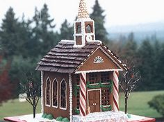 Amazing Traditional Christmas Gingerbread Houses #gingerbreadhouses #gingerbreadideas #gingerbreadchurch