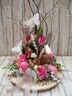 Ostergesteck mit Hasenpaar auf Bastteller,Landhaus von ...die mit den Blumen tanzt... auf DaWanda.com