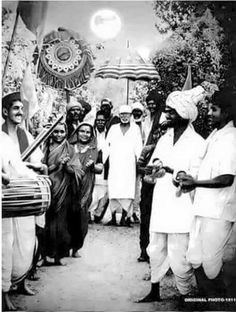 We have here some of the original Sai Baba Photos for you to take a look at and share. Check out the best of Shri Sai Baba Images in HD here. Sai Baba Pictures, God Pictures, Sai Baba Hd Wallpaper, Mobile Wallpaper, Shirdi Sai Baba Wallpapers, Saints Of India, Hanuman Images, Ganesh Images, Sai Baba Quotes
