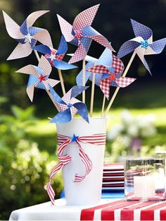 Make your own Pinwheel Crafts for your Fourth of July party! #july4thdecor #crafts #diy