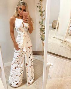 A pedidos: esse DESLUMBRE agora no corpo 😱✨💕 Longo de algodão vazado de flores com faixa na cintura 😍😍 Vocês não tem noção do que é esse vestido pessoalmente!!! Esse bordado em flores é simplesmente INCRÍVEL! Um luxo!! Fall Fashion Outfits, Hijab Fashion, Girl Fashion, Fashion Dresses, Fashion Looks, Fashion Design, Ibiza Dress, Hijab Stile, Dress Shirts For Women