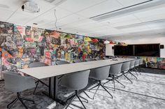 Aspecto urbano na sala de reuniões do Spotify.