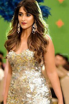 Ileana d thunder thighs woman Indian Bollywood Actress, Beautiful Bollywood Actress, Most Beautiful Indian Actress, Bollywood Theme, Indian Celebrities, Bollywood Celebrities, Sonam Kapoor, Deepika Padukone, Ileana D'cruz Hot
