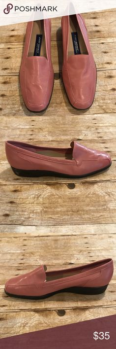 Easy spirit pink anti-gravity loafers. Size 8 1/2 Excellent condition Easy spirit pink anti-gravity loafers. Size 8 1/2 Easy Spirit Shoes Flats & Loafers