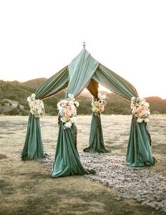 Interesting?  Diff flowers maybe? I love that it isn't white!  Vintage Inspired Wedding Details