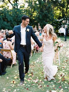 This outdoor garden wedding moment is pure bliss! http://www.stylemepretty.com/2015/11/16/sweet-summer-garden-wedding/   Photography: Nina and Wes - http://ninaandwes.com/