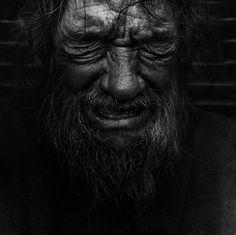 «Homeless», le photographe Lee Jeffries a réalisé des portraits de sans-abri en noir et blanc.