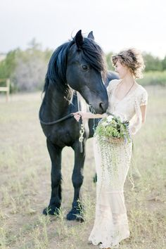 TOTALY having my horse at my wedding. This is will be a must. But of course this means I must have a horse. This WILL happen!