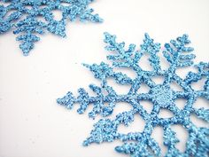 Blue color Christmas snowflakes design decoration desktop background wallpaper Beautiful blue snowflakes in white background Christmas pic. Silver Christmas, Christmas Snowflakes, Christmas Music, Christmas Time, Christmas Crafts, Christmas Decorations, Christmas Ornaments, Snowflake Party, Snowflakes Falling