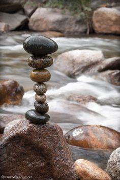 Entre les mains de cet artiste Michael Grab les pierres se montrent, les pierres se jouent de l'apesanteur pour nous donner de la surprise et de l'émotion.... Balancing Rocks
