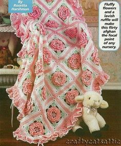 Bellísima manta con ganchillo para bebé con motivos florales - con esquemas