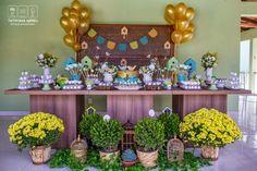 Alessandra, mãe do Arthur, me procurou para decorar a festa do seu pequeno. A proposta dela era juntar o aniversário e o batizado e fazer as duas co