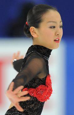 Mao Asada / 2010 JPN Nat'ls Japanese Figure Skater, Ice Skaters, Figure Skating, Gymnastics, Most Beautiful, Ballet, Eyes, Sports, Fashion