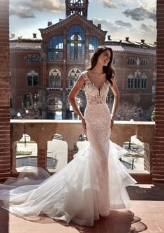 Pronovias Wedding Dress, Stunning Wedding Dresses, Lace Bodice, Lace Dress, Body Hugging Dress, Strapless Sweetheart Neckline, Fit N Flare Dress, Mermaid Dresses, Bridal Gowns