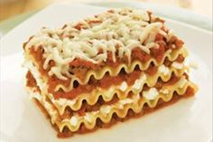 Find your new go-to meat lasagna recipe here! Our Healthy Living Cheesy Meat Lasagna Recipe only takes 30 minutes to put together and serves nine people. Lasagna No Meat Recipe, Meat Lasagna, Cheese Lasagna, Kraft Foods, Kraft Recipes, Casserole Recipes, Pasta Recipes, Cooking Recipes, Healthy Recipes