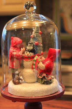 Here are cozy Christmas decorations ideas. These are cozy & elegant Christmas home decors which you can DIY Easily and decorate your Christmas home. Christmas Jars, Christmas Scenes, Cozy Christmas, All Things Christmas, Vintage Christmas, Christmas Holidays, Christmas Vignette, Elegant Christmas, Primitive Christmas