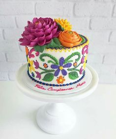Cake Artist Creates Gorgeous Cakes That Look Embroidered: After tagging along to a cake decorating class with her mom as a kid, Leslie Vigil went on to study at Le Cordon Bleu. Mexican Fiesta Cake, Mexican Party, Mexican Cakes, Mexican Themed Cakes, Cake Inspiration, Mexican Birthday Parties, Cupcakes Decorados, Gorgeous Cakes, Cute Cakes