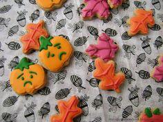 Galletas asustadas- Galletas de canela y azúcar moreno decoradas con glasa real. Otoño; calabazas, hojas, manzanas.