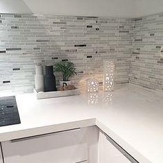 ikeakjøkken ringhult - Google-søk Kitchen Dinning Room, Kitchen Tiles, Kitchen Decor, Kitchen Design, Kitchenette, Florida Home, Kitchen Remodel, Sweet Home, Room Decor