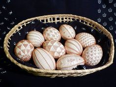 Slovácké kraslice - Drátkované Egg Decorating, Beads And Wire, Easter Eggs, Easter Decor, Lace, Design, Embellishments, Racing