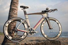 Diamondback revealed its first triathlon bike this week in Kona. Pro Bike, Bike Run, Road Bikes, Cycling Bikes, Cycling Equipment, Velo Design, Bicycle Design, Push Bikes, Specialized Bikes