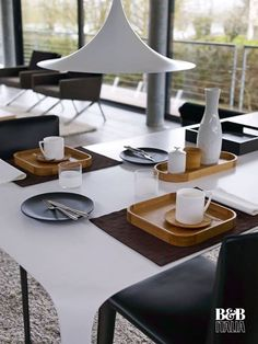 B&B ITALIA: A continuous shape and a smooth material effect: Link table designed by Jacob Wa ... http://www.davincilifestyle.com/bb-italia-a-continuous-shape-and-a-smooth-material-effect-link-table-designed-by-jacob-wa/   A continuous shape and a smooth material effect: Link table designed by Jacob Wagner comes in bright white>  http: // bit. ly / 2j8ra9r         [ACCESS B&B ITALIA BRAND INFORMATION AND CATALOGUES]         #BEBITALIA BEBITALIA Da Vinci Lifesty