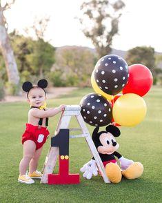 Mickey Mouse First Birthday Gateau Theme Mickey, Mickey Mouse Theme Party, Mickey Mouse Birthday Decorations, Mickey 1st Birthdays, Mickey Mouse First Birthday, Mickey Mouse Clubhouse Birthday Party, Baby Boy 1st Birthday Party, Mickey Mouse Smash Cakes, Birthday Ideas