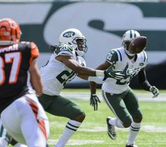 New York Jets defensive back Antonio Allen (20) pulls in an interception during the first half of a game against the Cincinnati Bengals at MetLife Stadium on Sept. 11, 2016.