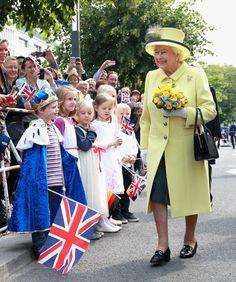 Queen Elizabeth II Photos - Queen Elizabeth II Visits Frankfurt am Main - Zimbio